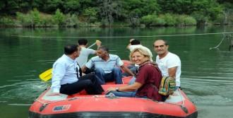 Tunceli'de, Baraj Gölünde Mahsur Kalan Ailenin Köprü Zaferi