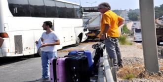 Tur Otobüsü Tır'a Arkadan Çarptı: 9 Yaralı