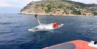 Tur Teknesinin Çarptığı Yat Battı