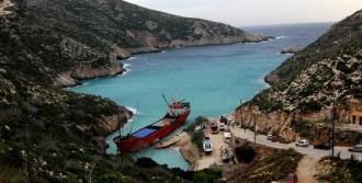Türk Gemisi Komşu'da Mahsur!
