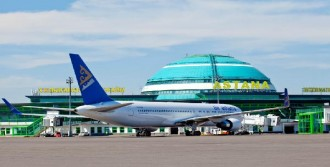 Türk Yolcu Astana'da Uçaktan İndirildi
