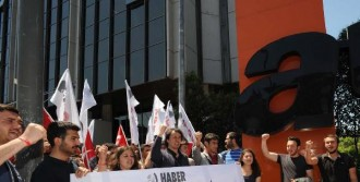 TV Binası Önünde Protesto