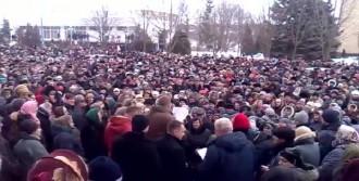 Ukrayna Halkı Hükümetin Sağlık Hizmetini Protesto Etti