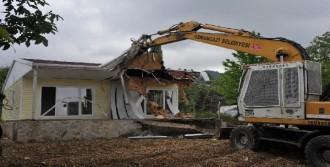 Kaçak 1 Villa İle 2 Prefabrik Ev Yıkıldı