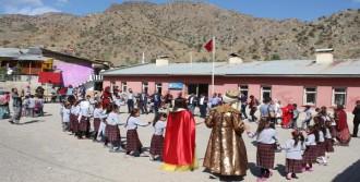 Üniversite Öğrencileri, Köy Okulunu Yeniledi
