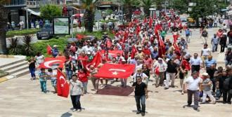 Urla'da Bayrağa Saygı Yürüyüşü