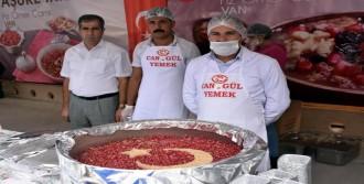Van'da 2 Bin Kişiye Aşure Dağıtıldı