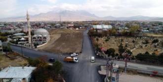Van'da Mahalle Yolları Asfaltlanıyor