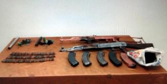 Van'da Silah ve Bomba Bulundu