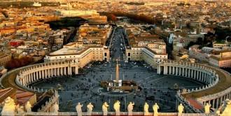Vatikan Meydanında Kendini Yaktı