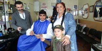 5 Yaşındaki Oğluyla Oy İstiyor