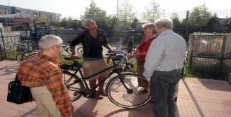 Viyana'dan Yalova'ya Bisikletle Geldi