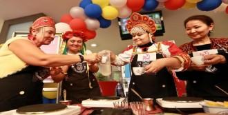 Yabancı Gelinler Türk Kahvesi Yaptı