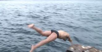 Boğaz'ı Yüzerek Geçti