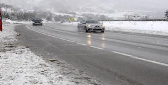 Yalova'da Buzlanmaya Karşı Yollara 500 Ton Tuz