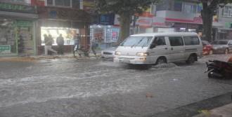 Şiddetli Yağış Su Baskınlarına Neden Oldu