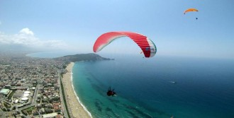 Yamaç Paraşütçüleri Alanya'da Yarışıyor