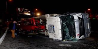 Yan Yatan Harç Pompa Kamyonu Caddeyi Trafiğe Kapattı