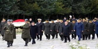 YAŞ Üyeleri Anıtkabir'i Ziyaret Etti