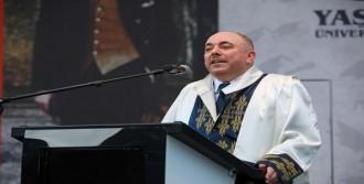 Yaşar Üniversitesi'nde Mezuniyet Coşkusu
