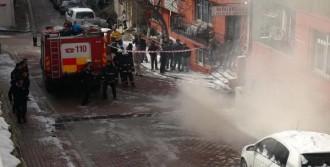 Yeraltındaki Patlama Mahalleliyi Heyecanlandırdı