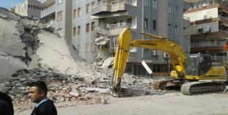 6 Katlı Bina Çöktü