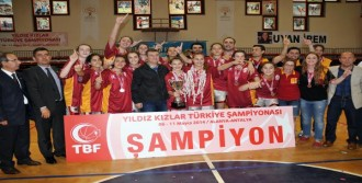 Yıldız Kızlar Basketbolda Kupa Galatasaray'ın