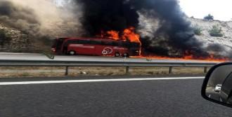 Yolcu Otobüsü Hareket Halindeyken Yandı