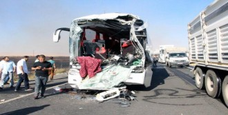 Yolcu Otobüsü, Önündeki Tankere Çarptı: 2 Ölü, 13 Yaralı