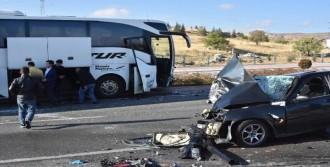 Yolcu Otobüsü Otomobille Çarpıştı