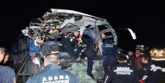 Yolcu Otobüsü, TIR'a Çarptı