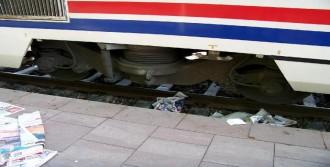 Yolcu Treninin Altında Kalarak Öldü