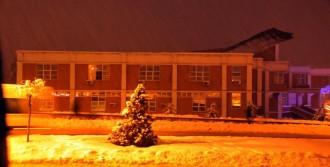 Yüksekokulun Çatısı Kardan Çöktü