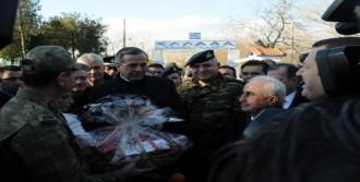 Samaras'tan Sınırda Yeni Yıl Jesti