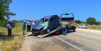 Ziyaret Dönüşü Kaza: 5 Yaralı