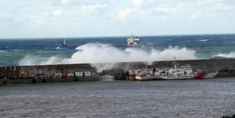Dalgalar, Liman Duvarını Aştı