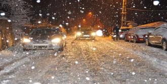 Zonguldak'ta Kar, Ulaşımı Felç Etti