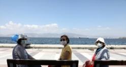 İzmir'de 65 yaş üstü sokağa çıktı