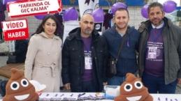 İzmir'de Kolit ve Crohn hastalarından klozete oturma eylemi!