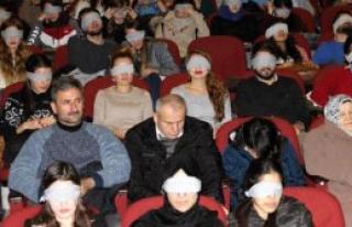Gözleri Kapalı Film İzlediler