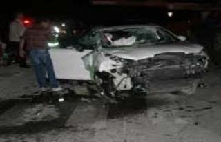 Kamyon minibüsle çarpıştı: 18 yaralı