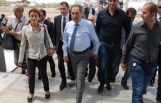 Bakan Günay'dan 'Turizmde 2012' Öngörüsü