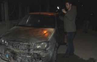 Bornova'da İki Araç Kundaklandı