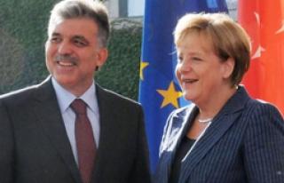 Merkel'den Türk Ekonomisine Övgü