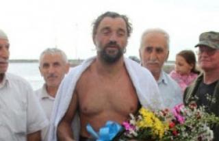 Rekortmen Yüzücü Şehitler Anısına Yüzdü