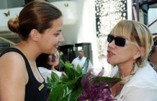 Minik Serçe'ye Çiçekli Karşılama