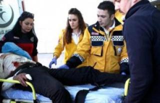 Alkollü Genç 6 Yerinden Bıçaklandı