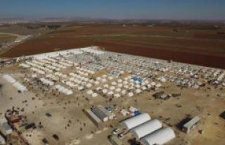 100 Bin Suriyeli Sınırda Yaşam Mücadelesi Veriyor