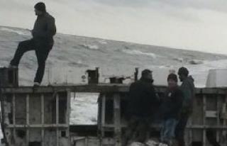 Karacabey'de Sahile Yat Parçaları Vurdu