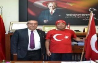 Türk Bayrağı İle Çanakkale'ye Yürüyor